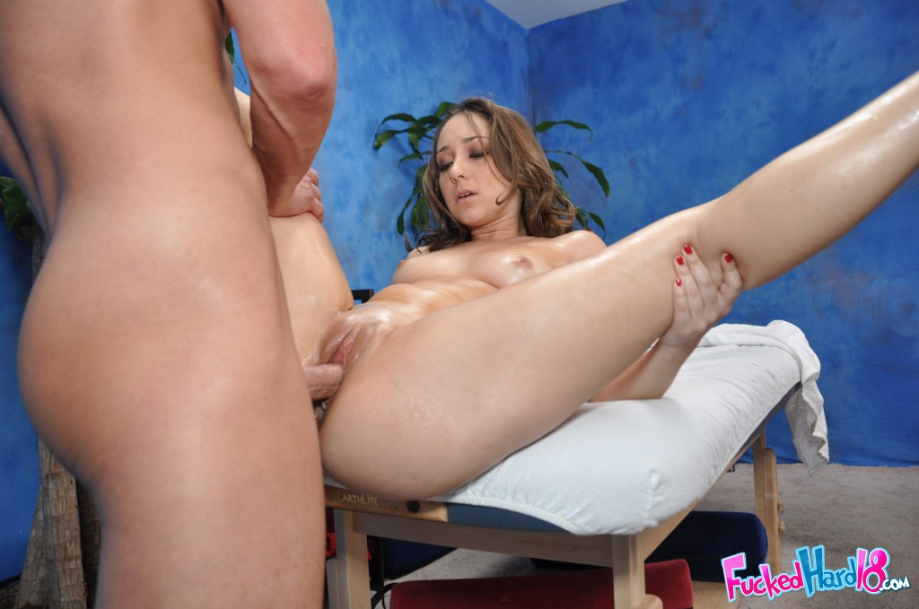 Belle noire bouncing on cock on the bed 10